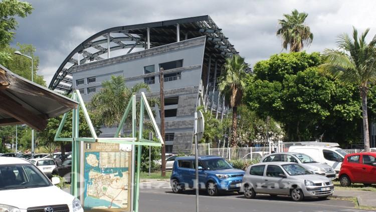 La Réunion - An der Busstation von Le Port