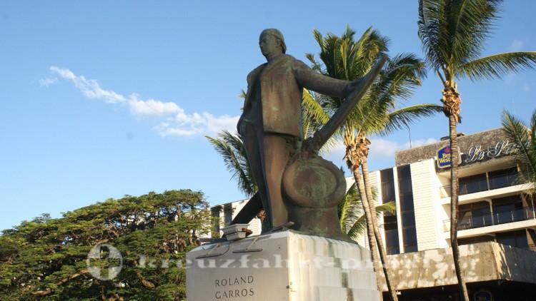 La Réunion - Die Statue des Roland Garros