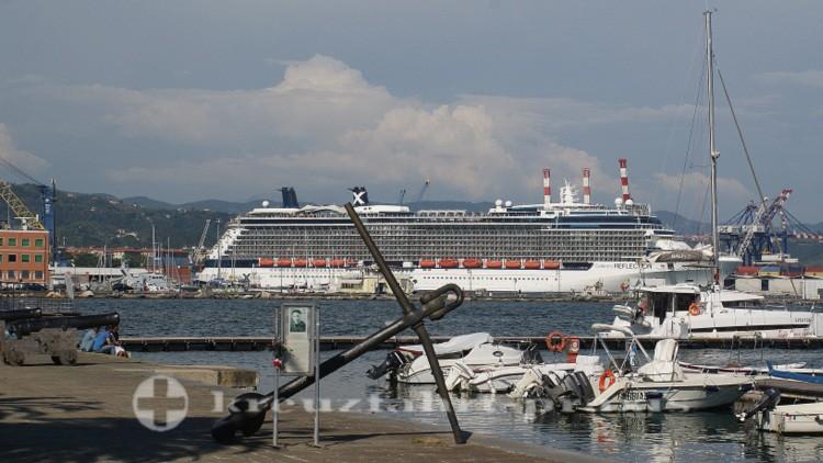 La Spezia - Kreuzfahrtschiff an der Molo Garibaldi