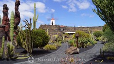 Jardín de Cactus mit der Gofio-Mühle