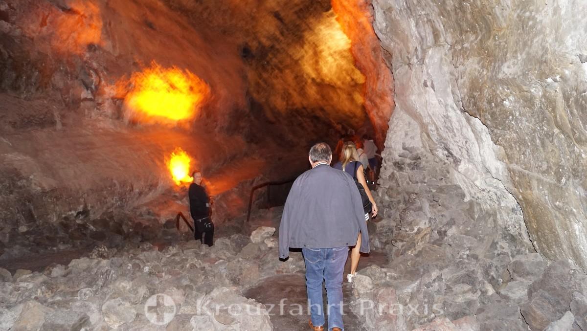 Mystisches Licht in der Cueva de los Verdes