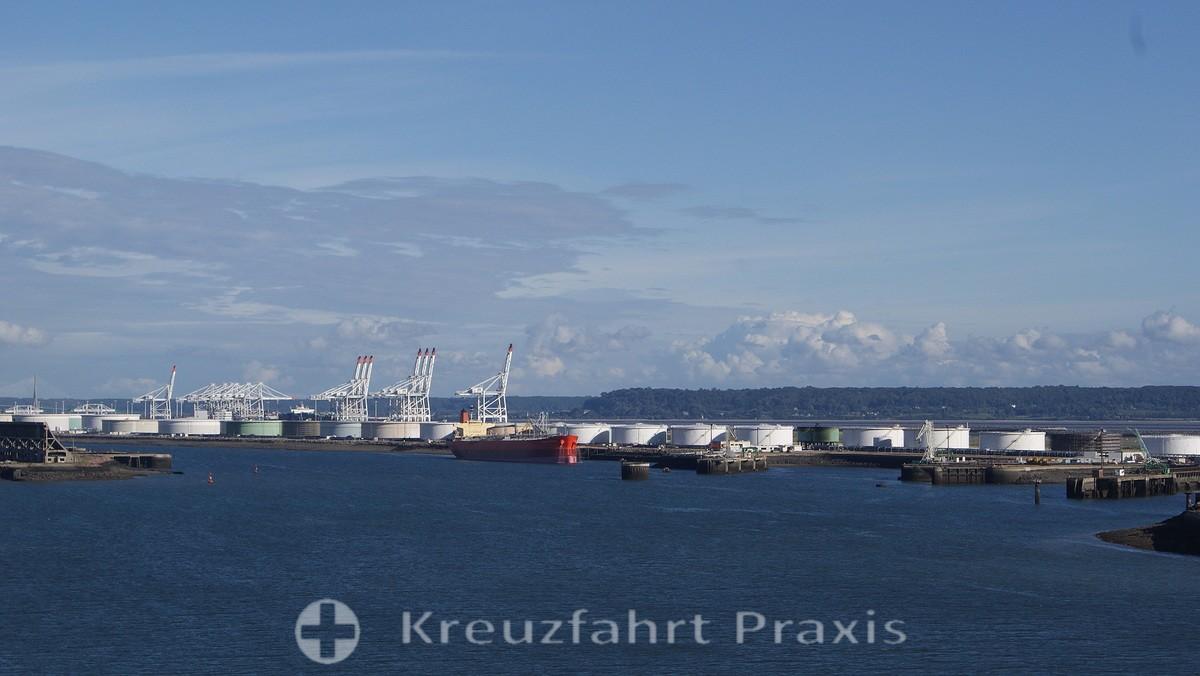 Le Havre - die Öltanks der petrochemischen Industrie