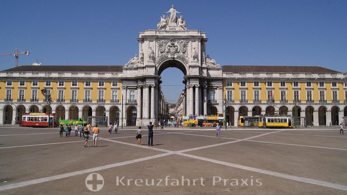 Lisbon - the magnificent Praça do Comércio