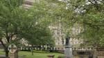 Liverpool - St John's Gardens mit St George's Hall
