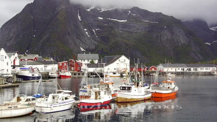 Fischerboote vor Reine
