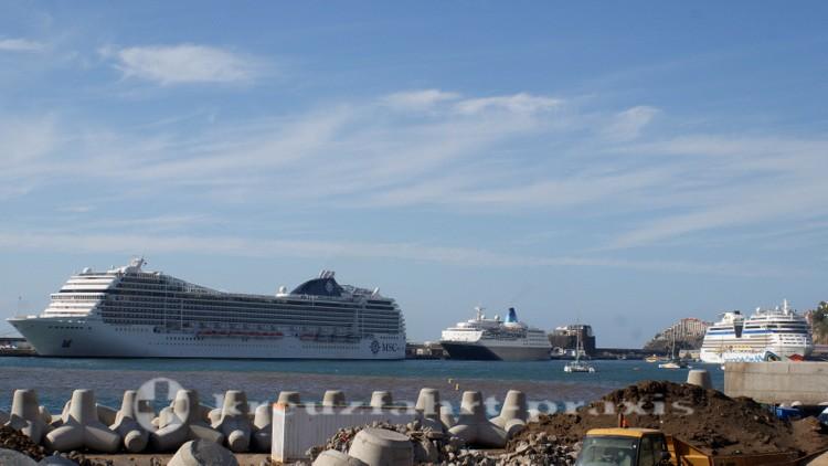 Kreuzfahrtschiffe im Hafen von Funchal