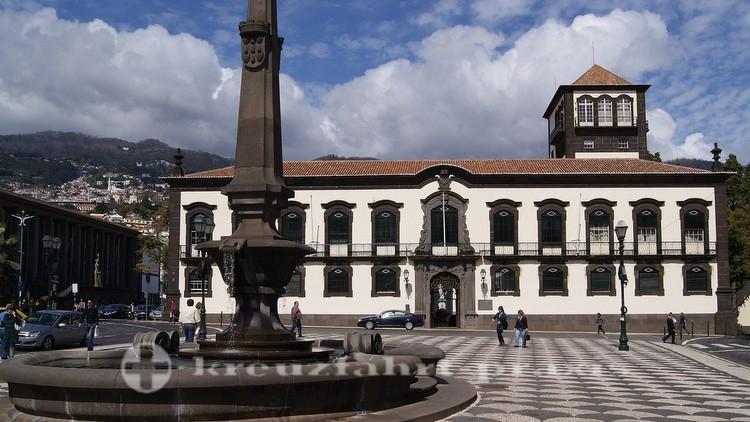 Praça de Municipio mit dem Rathaus