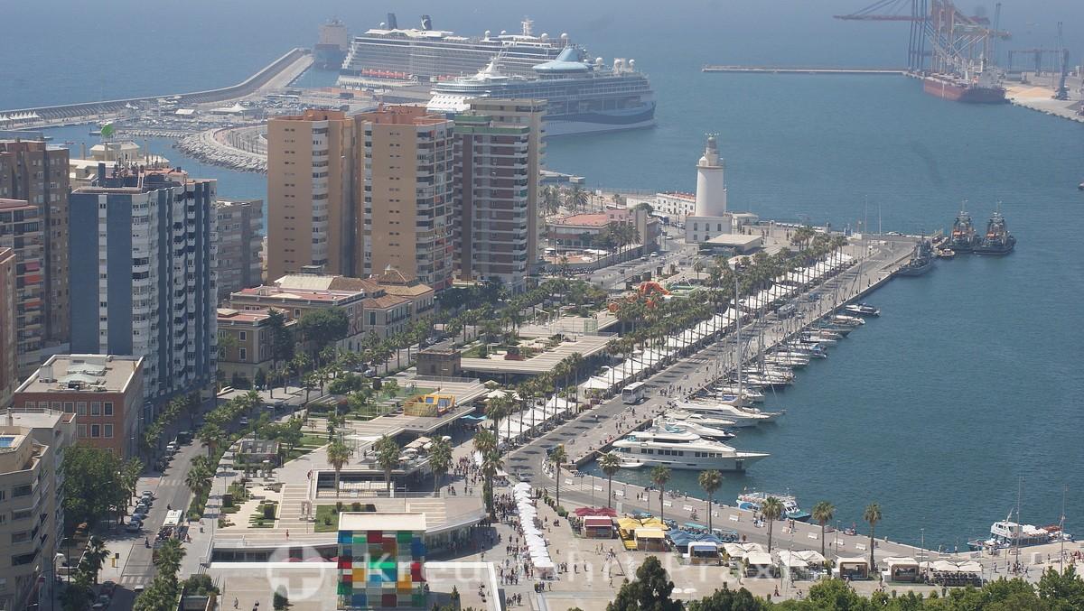 Málaga - harbor promenade with cruise ships
