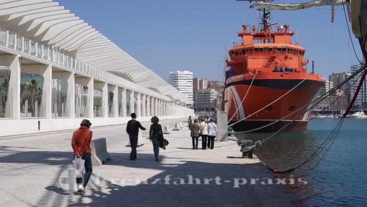 Muelle Uno und SAR-Schiff Clara Campoamor