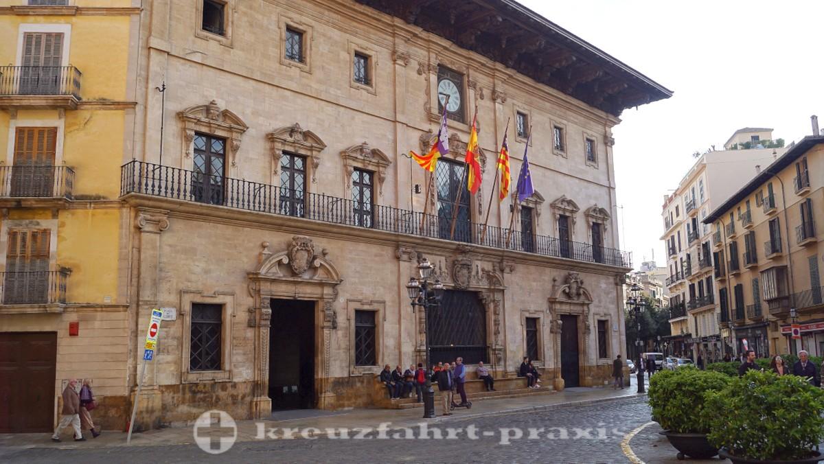 Plaça de Cort mit dem Rathaus