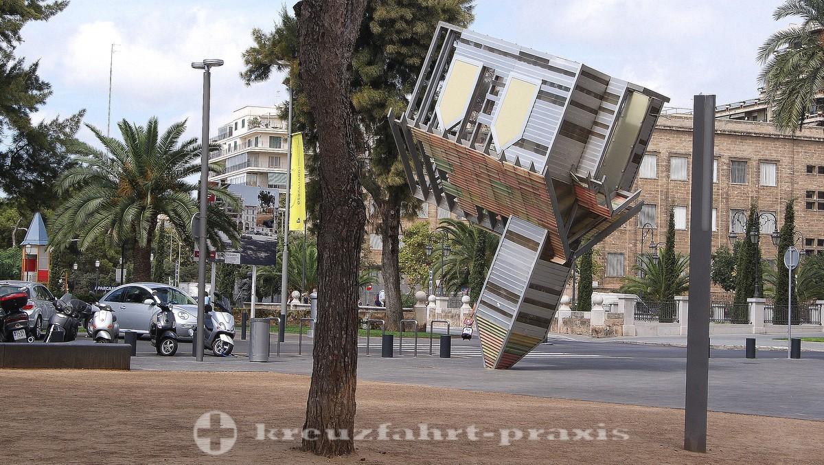 Contemporary art on Plaça de la Porta de Santa Catalina - Device to root out the Devil