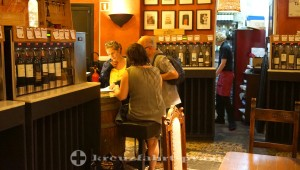 Palma - wine bar in the trendy district