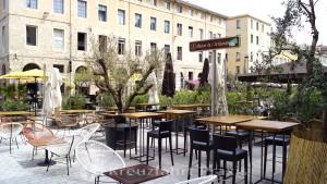 The Place aux Huiles gastronomic scene