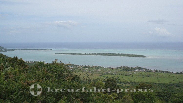 Mauritius - Küstenlinie mit der Ile aux Benitiers