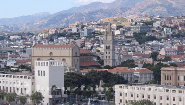 Im Zentrum der Dom von Messina