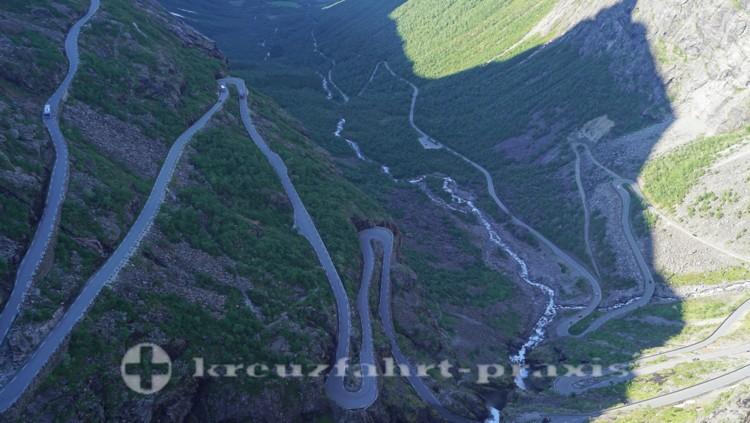 Die Serpentinenstraße des Trollstigen