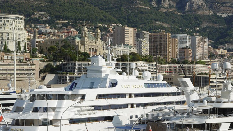 Monaco - Hochseeyacht Lady Moura vor dem Casino
