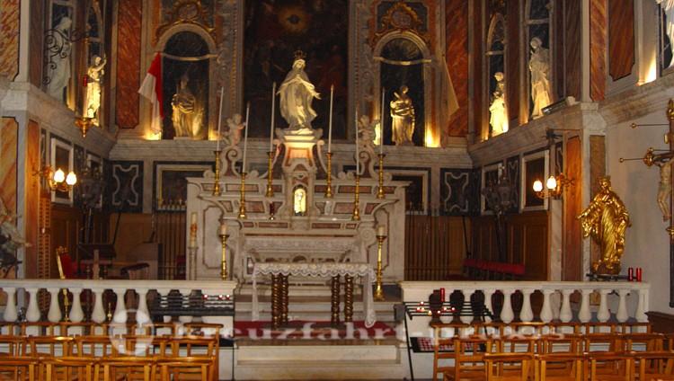 Monaco - Altarraum der Chapelle de la Misericorde