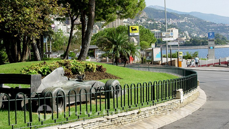 Monaco - Formel-1-Bolide am Rond Point du Portier