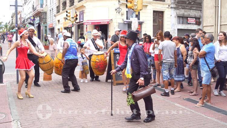Straßentheater in der Calle Perez Castellanos
