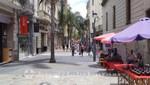 Calle Sarandi neben Montevideos Kathedrale