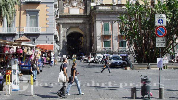 Neapel - Piazza Dante - Zugang zum Universitätsviertel