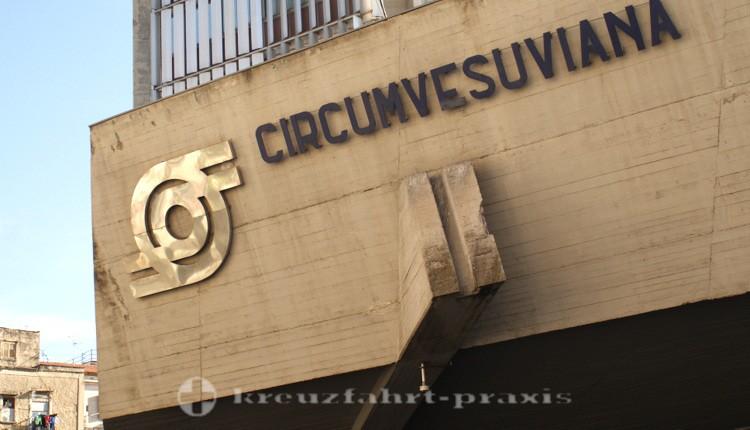 Neapel - Bahnhof der Circumvesuviana