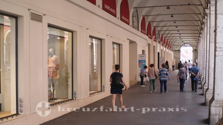 Nizza - Arkaden der Galeries Lafayette