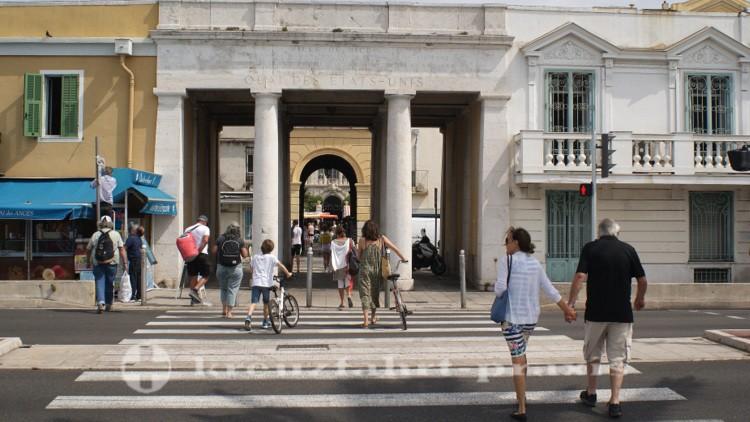 Nizza - Durchgang zur Altstadt