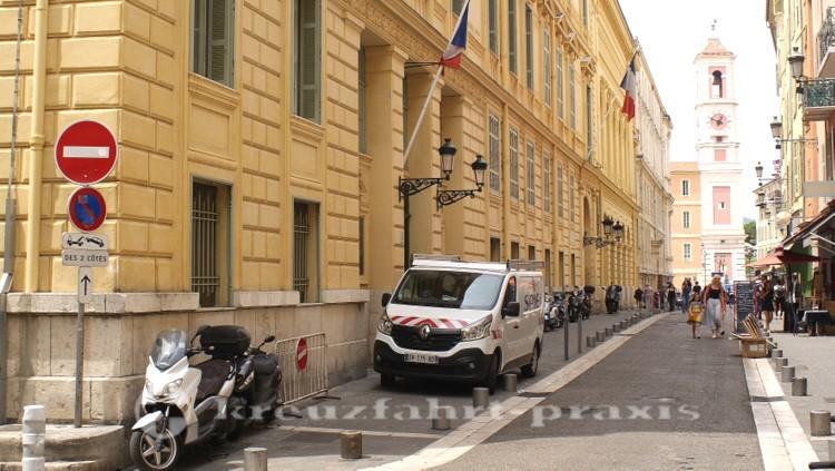 Nizza - Rue de la Préfecture mit dem Tour d'Horloge
