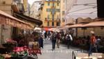 Restaurants vor der Place Rossetti