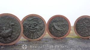 The Barn av Jorden reliefs
