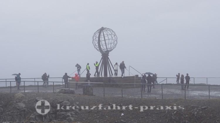 Der Nordkap-Globo im Regen