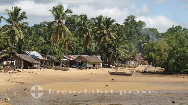 Madagaskar - Strand von Ambatozavavy