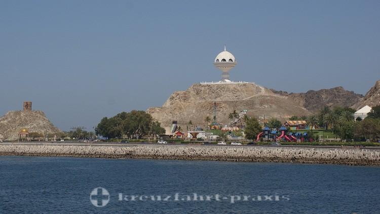 Oman - Maskat - Riyam Park mit dem Weihrauchbrenner