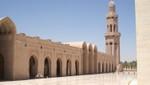 Oman - Maskat - Sultan Qaboos Moschee -  Seitengebäude mit Minarett