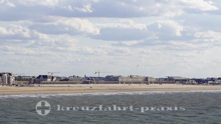 Viel Strand - dahinter die Venezianischen Galerien