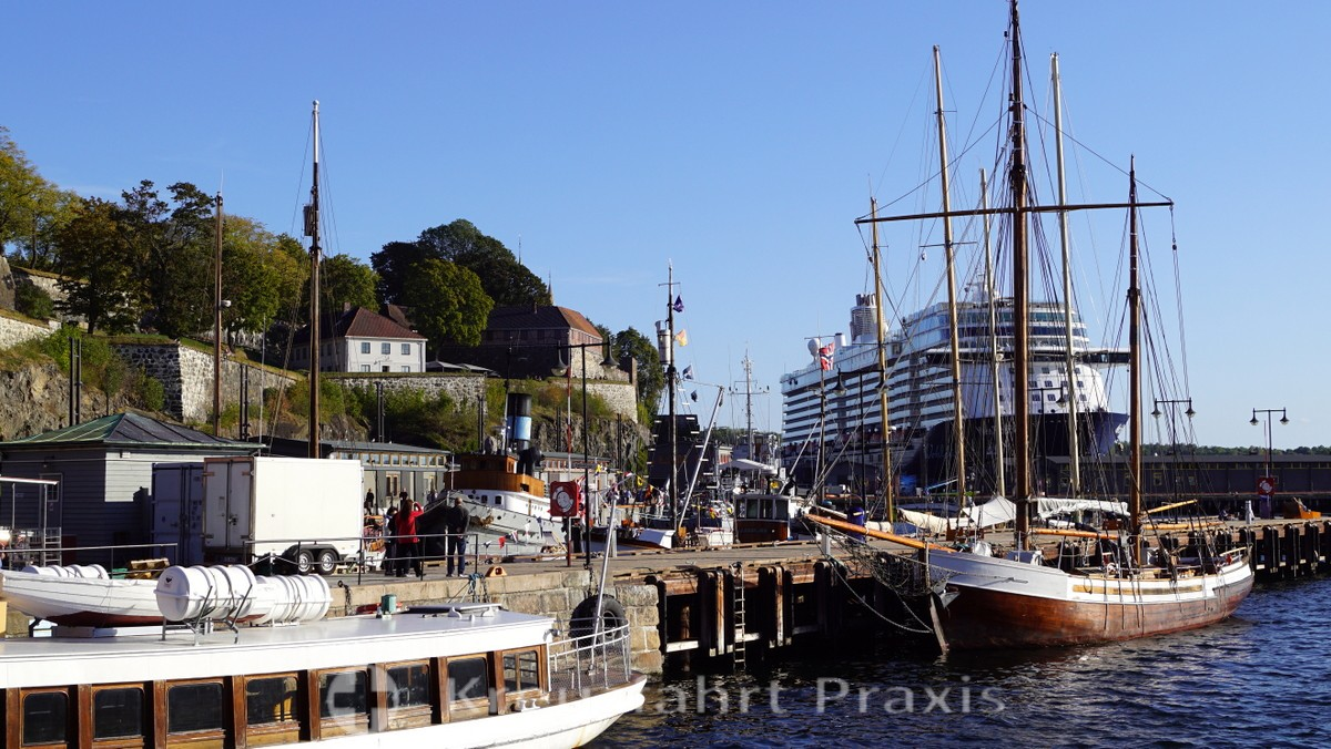 Akershus Festung mit Mein Schiff 4