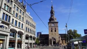 Die Oslo Domkirke - davor der Stortorvet