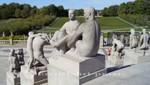 Vigeland Skulpturenpark - Granitfiguren vor dem Monolithen