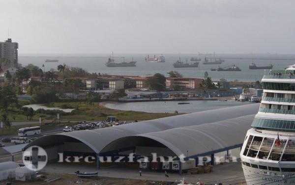 Panama - Schiffe vor Colon