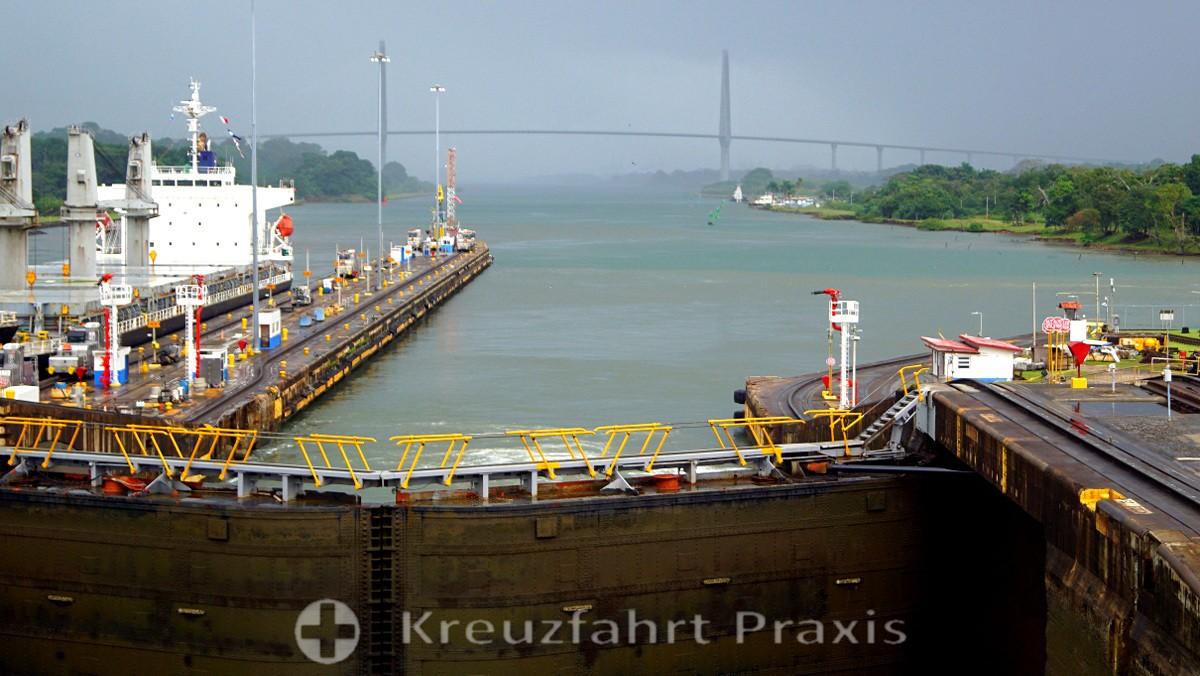 Gatun lock and Puente del Atlántico