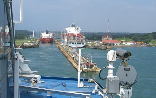 Panamakanal Passage - Einfahrt in die Gatúnschleuse