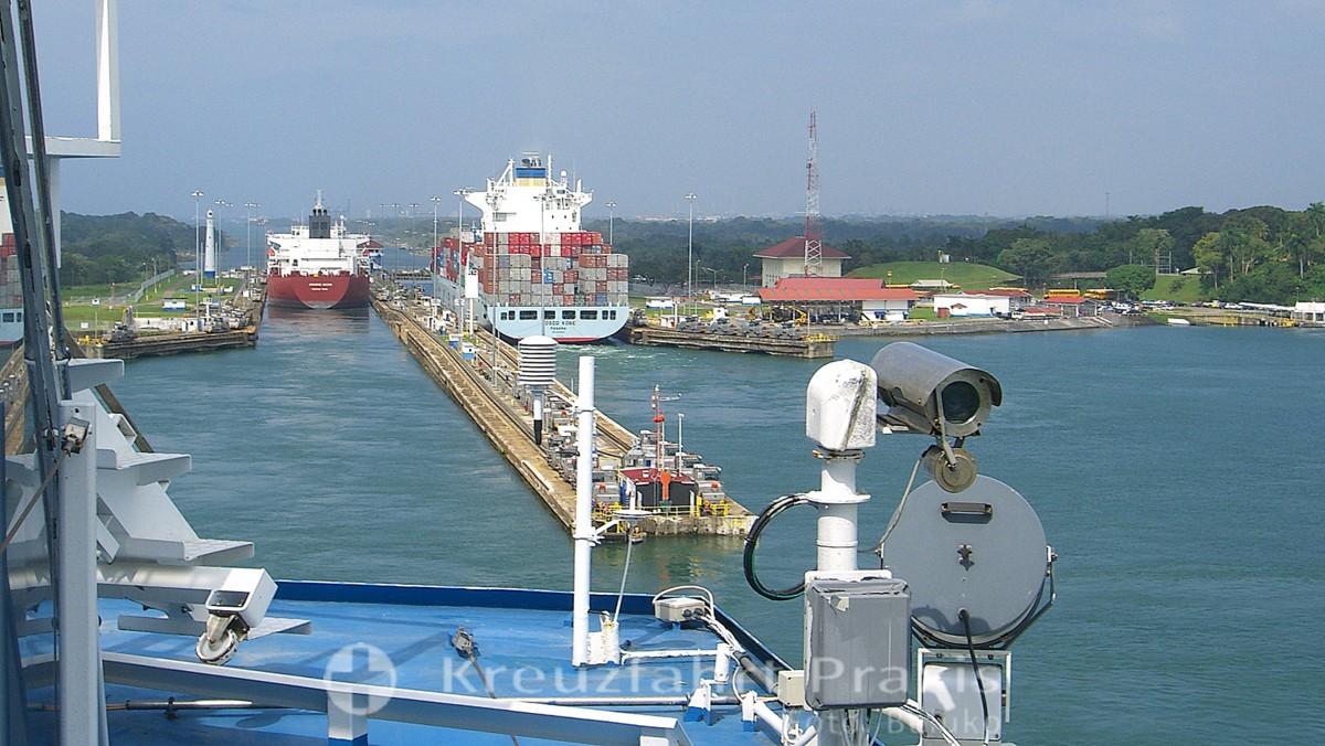 Panamakanal Passage - Einfahrt in die Gatún Schleuse