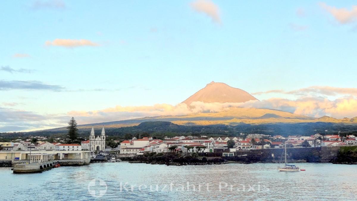 Madalena / Pico - with Pico volcano
