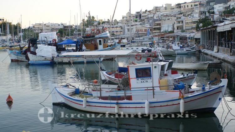 Piräus - Fischerboote im Mikrolimano-Hafen