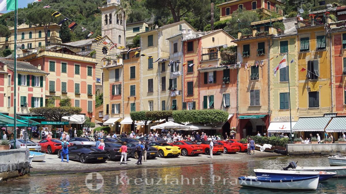 Ferrari-Treffen an der Piazza Martiri dell'Olivetta