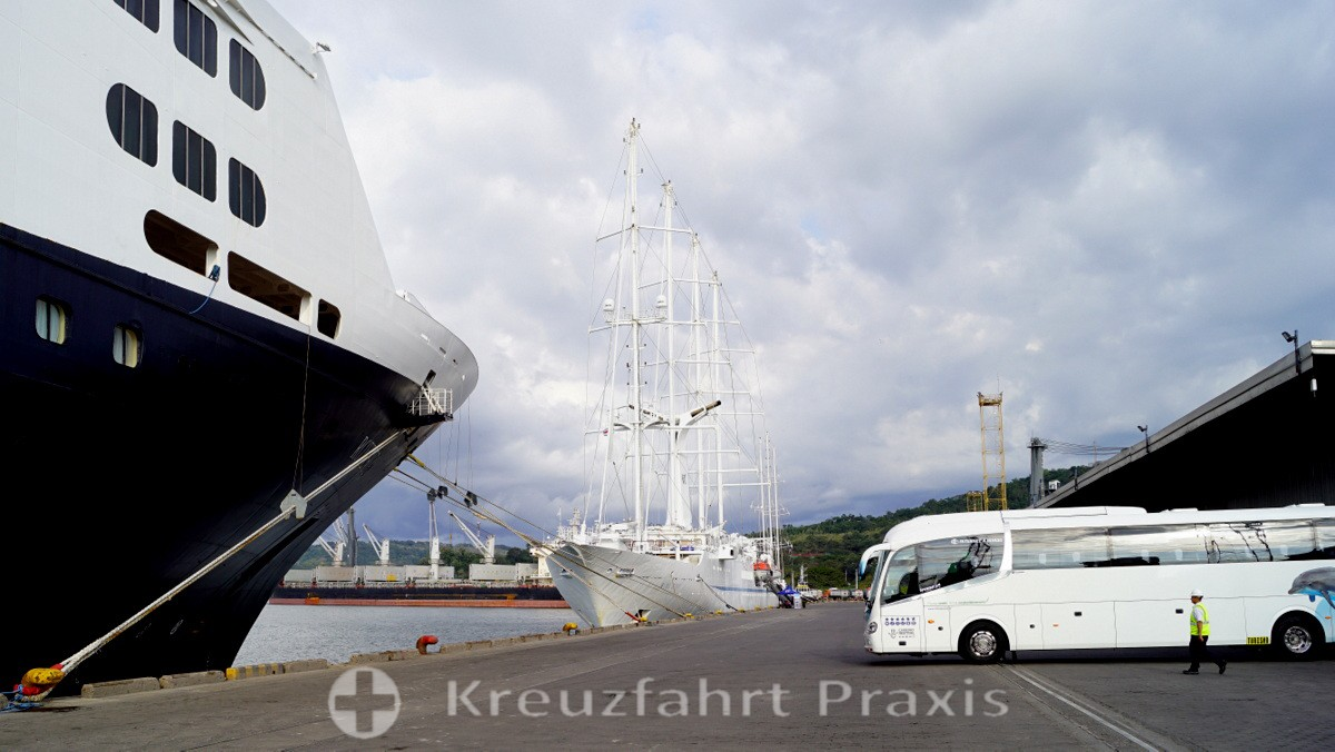 Kreuzfahrtschiffe in Puerto Caldera