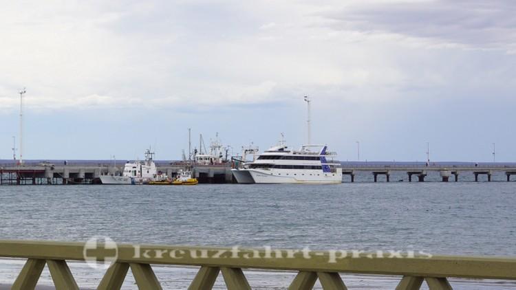Ausflugsboot amLuis Piedra Buena Pier