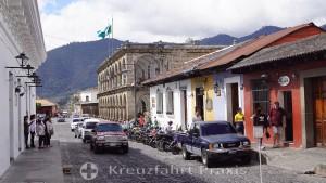 La Antigua Guatemala - Calle Oriente mit dem Rathaus